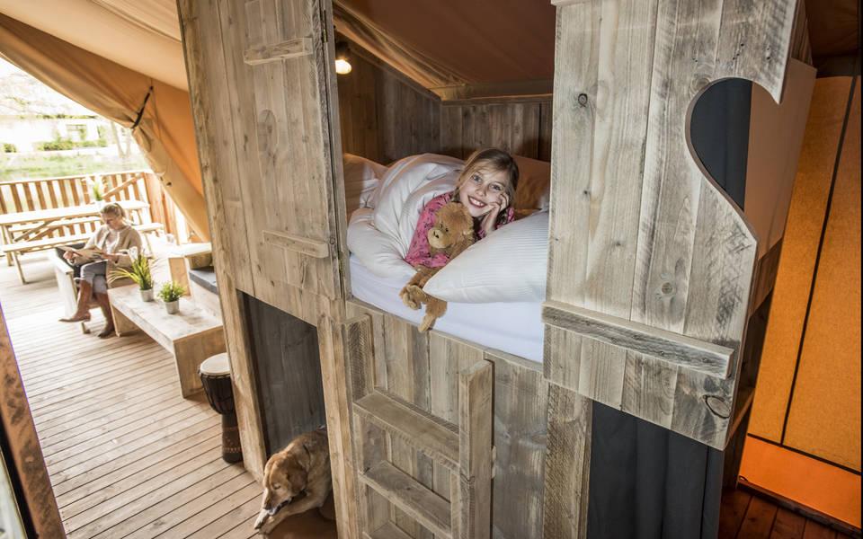 Kuschelige Schlafhöhle in den großen Zelt-Lodges
