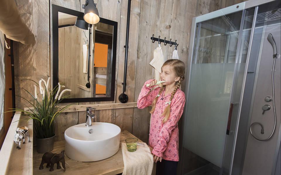 Komfortables Duschbad der Zelt-Lodges